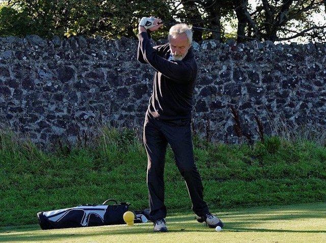 【左肘が曲がる方必見】ゴルフスイングで左肘を伸ばす方法