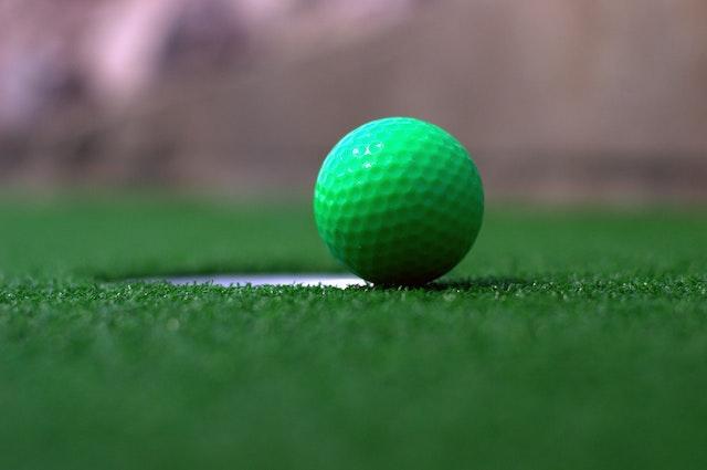ゴルフボールの見やすい色とは?【定番7色を徹底比較】