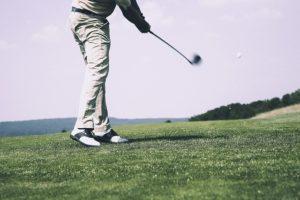 【縦回転が当たり前】ダウンスイングで右肩を下げる方法 横回転はNG