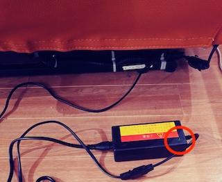 電動ソファのアダプターランプのチェック